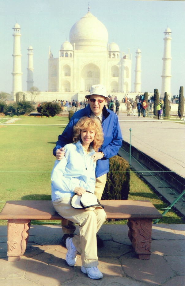 Marianne and her husband infront of the Taj Mahal