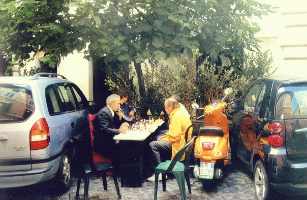 Men-playing-chess-in-Rome