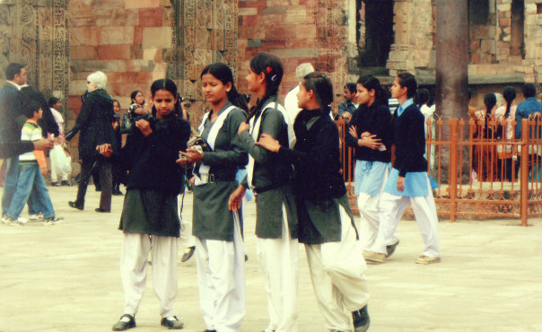 Students visiting tomb in India