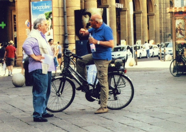 Two-men-talking in Florence